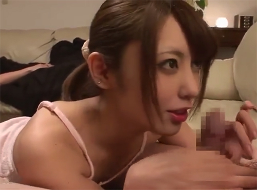 中出しお義姉さんの誘惑 夫が寝ている横で義弟のチンポを咥える桜井あゆ
