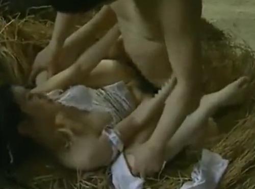 日活ロマン映画無料 田舎農家の農機具小屋で夫以外の男との淫らに激しいセックス