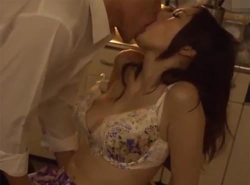 ヘンリー 塚本 ホームペ-ジ 猛暑に汗だくで求め合う男女の密会セックス無料映像