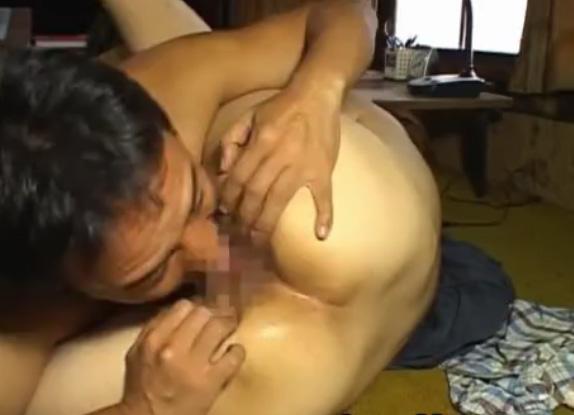 バツイチ新婚夫婦の寝室で本能のままに熟女シックスナインで乱れまくる営み無料動画