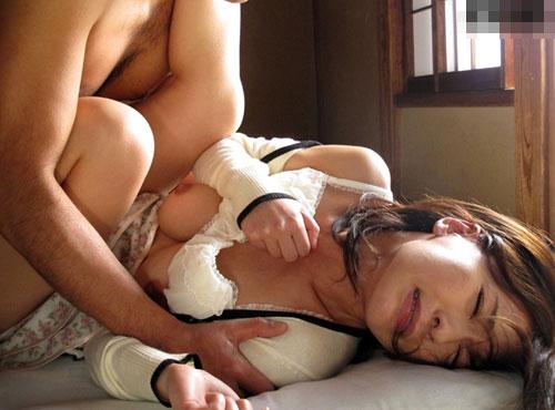 夫の上司の中出し性奴隷となる人妻の激しい夫婦動画共有